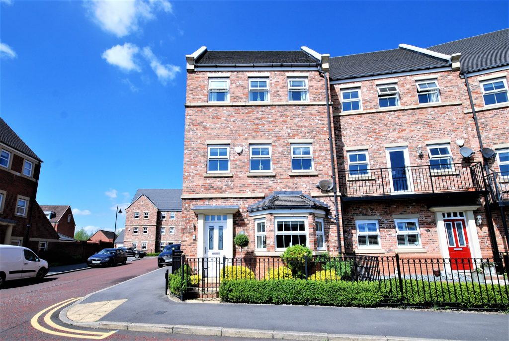 5 BEDROOM END OF TERRACE TOWNHOUSE, FEATHERSTONE GROVE, NEWCASTLE GREAT PARK