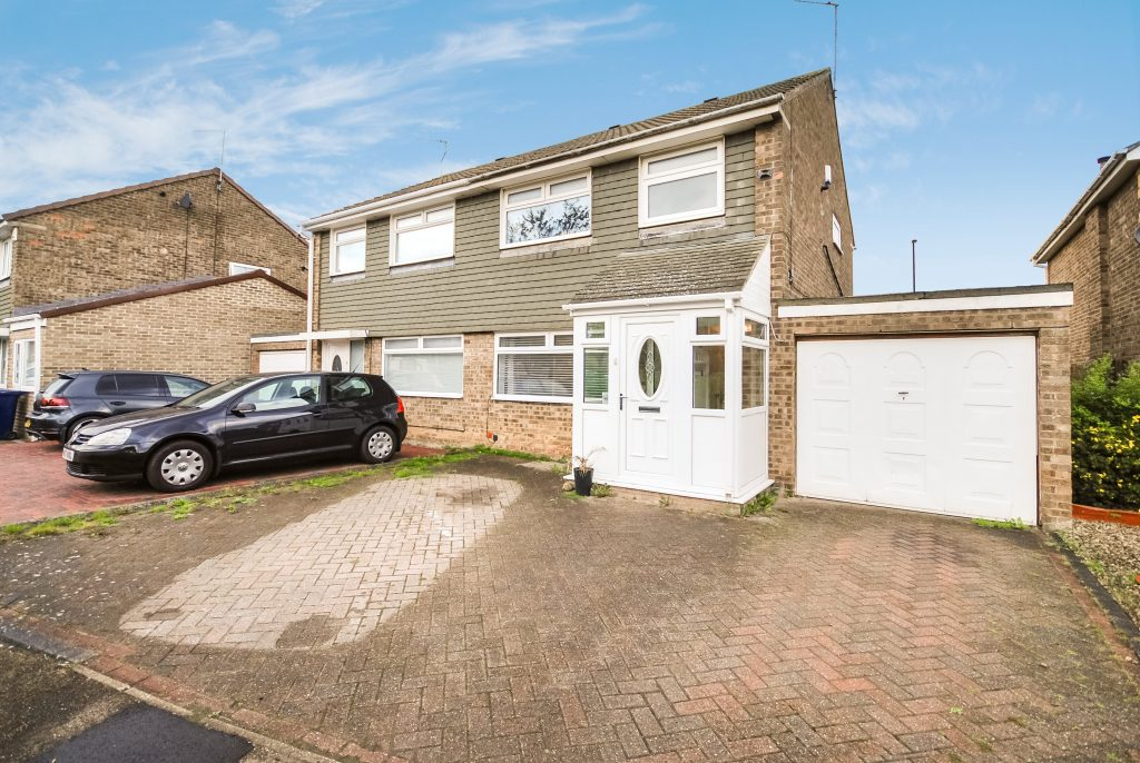 3 BEDROOM SEMI-DETACHED HOUSE ON ESHER COURT, KINGSTON PARK