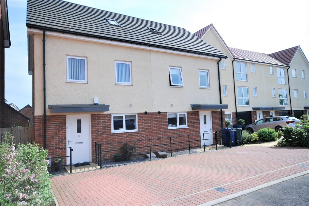 3 BEDROOM SEMI-DETACHED HOUSE, LEASINGTHORNE WAY, NEWCASTLE GREAT PARK