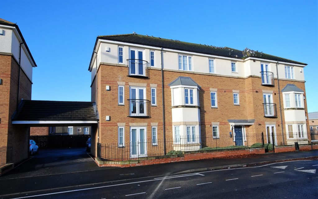 2 Bedroom Apartment to Let on Rosebury Drive, Longbenton