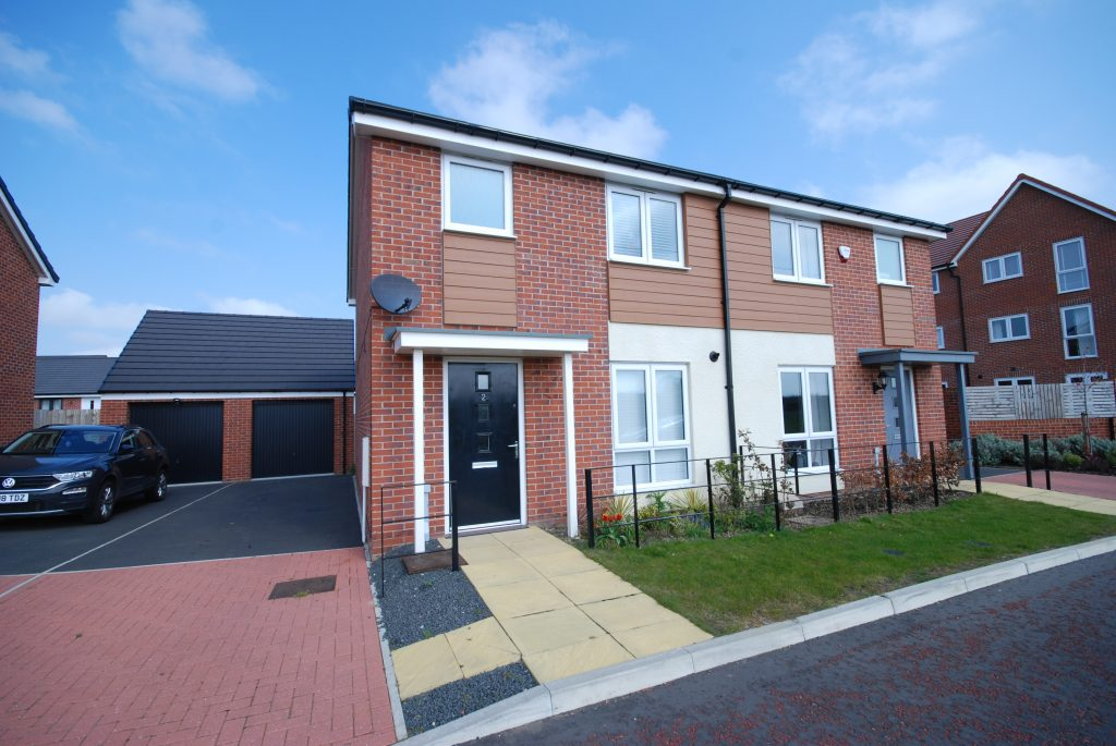 3 Bedroom Part Furnished House to Let on Shotton View, Newcastle Great Park
