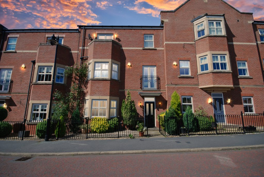 Spacious 4/5 Bedroom Town House for Sale on Featherstone Grove, Newcastle Upon Tyne