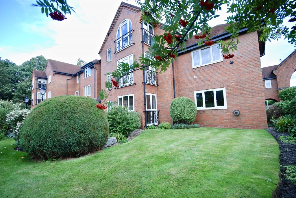 3 Bedroom Luxury Apartment in Greystoke Park, Gosforth