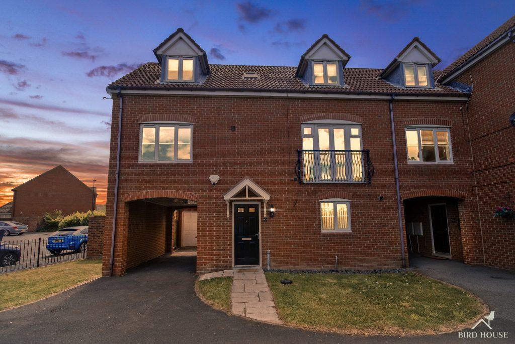 3 Bedroom Semi-detached House for Sale on Heathfield, Northumberland Park